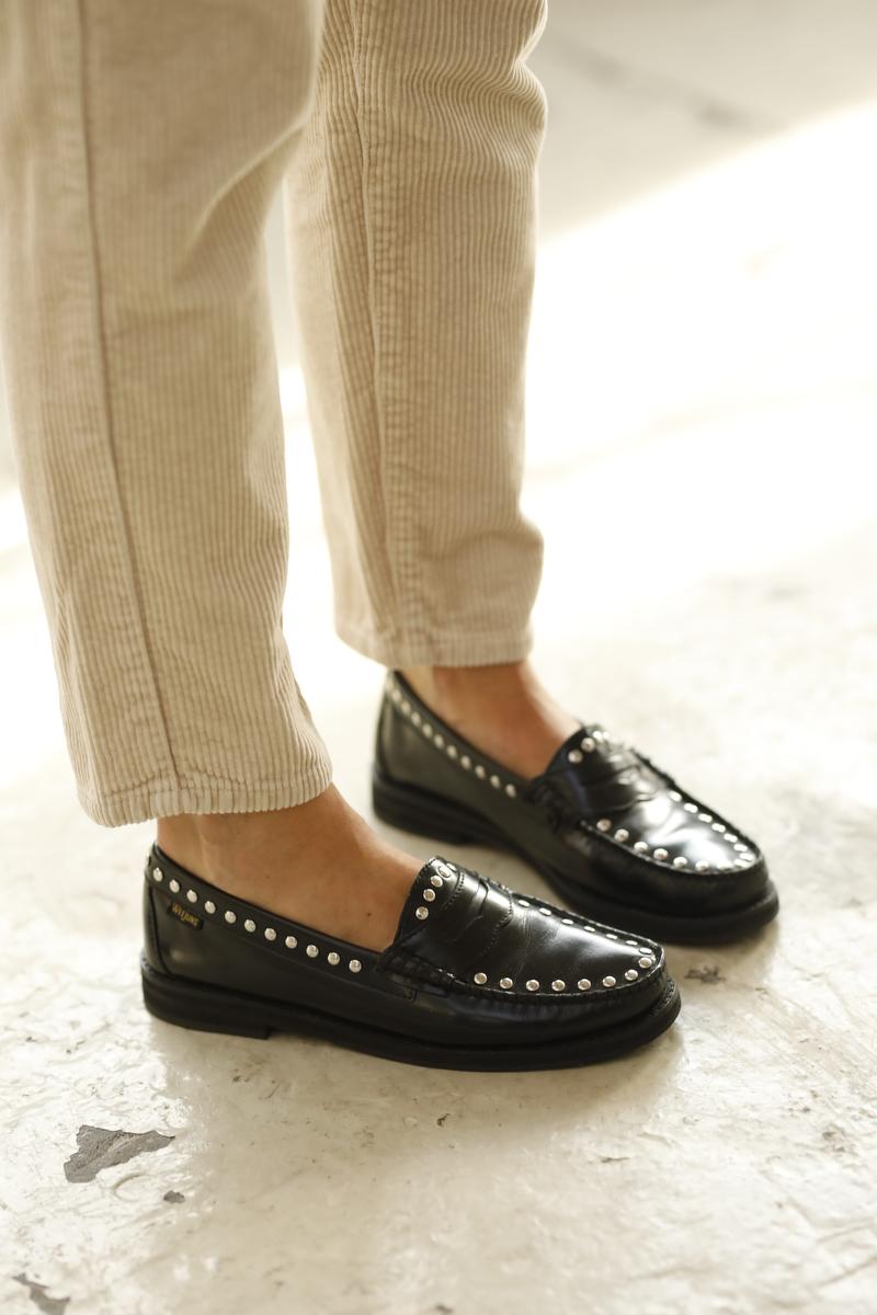 Twee benen met loafers van Weejuns